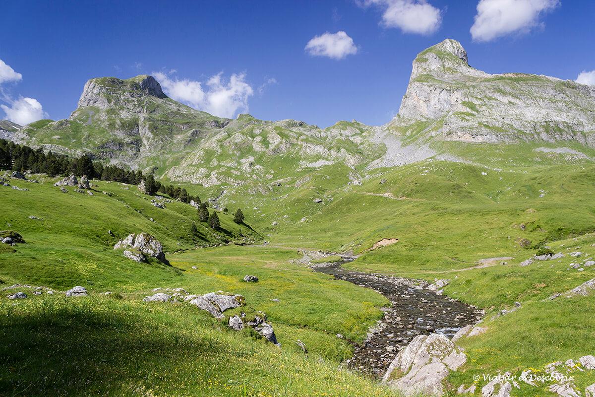 montañas del valle de ayous