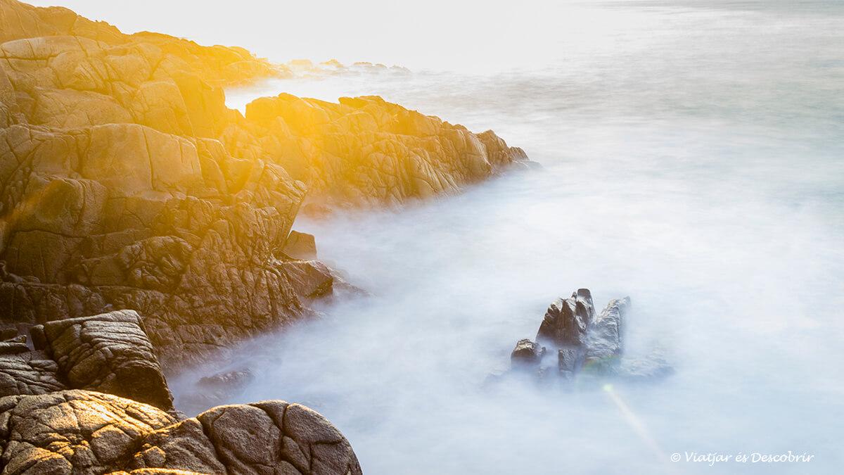 puesta de sol en la costa durante el viaje a Irlanda