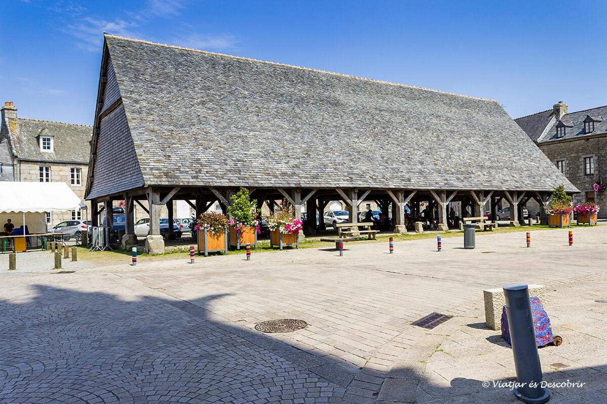 el centro historico de plouescat en la bretaña francesa