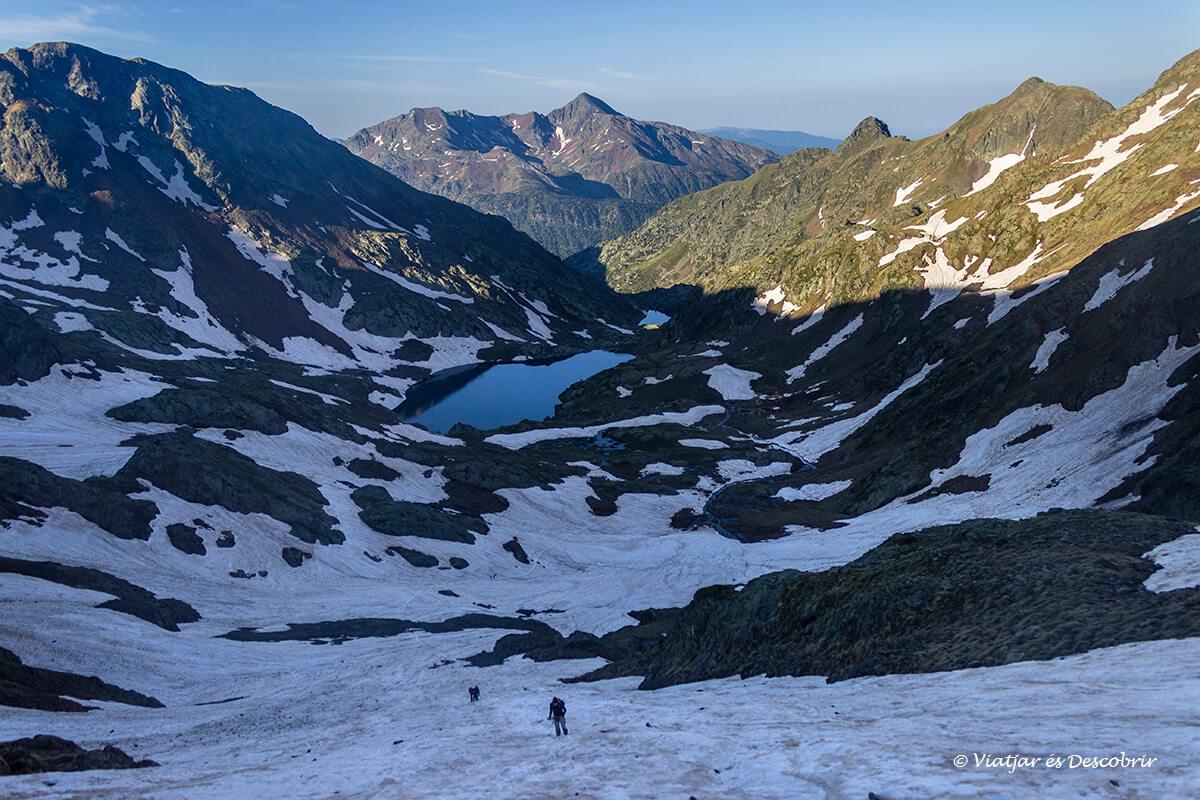ascension a la pica d'estats nevada con crampones y piolet