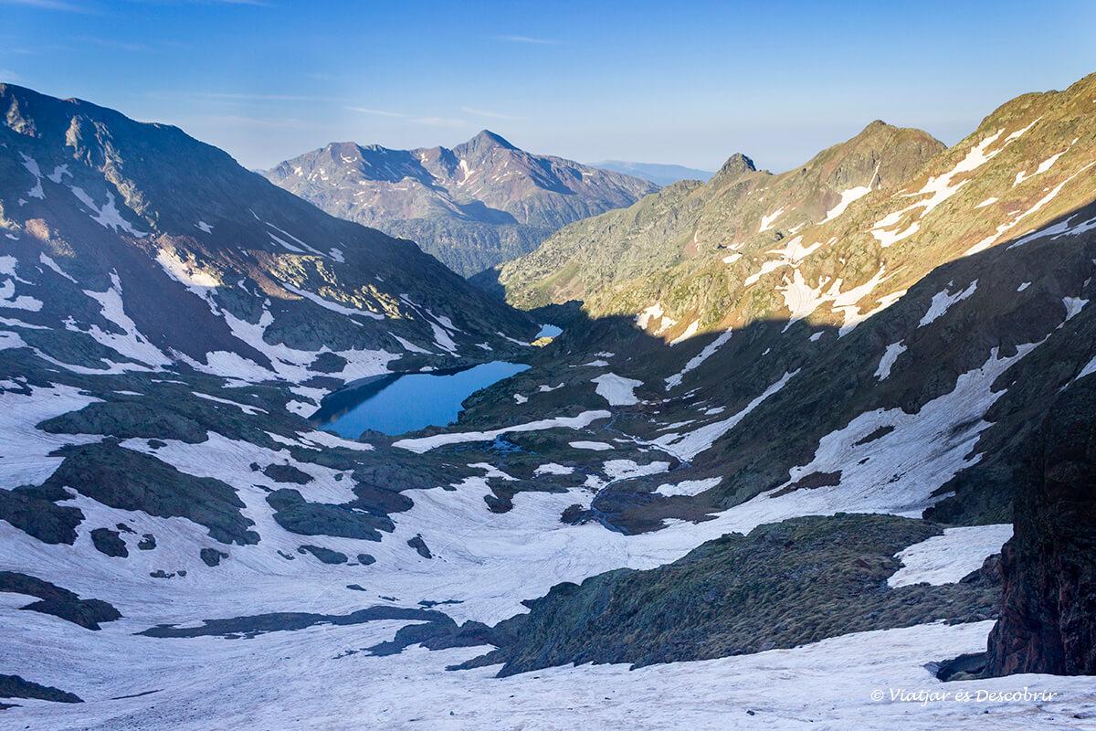 los dos lagos principales durante la ascension a la pica d'estats
