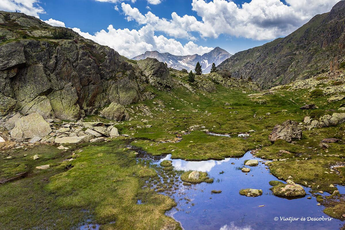 paisajes precisos de alta montaña en el pirineo