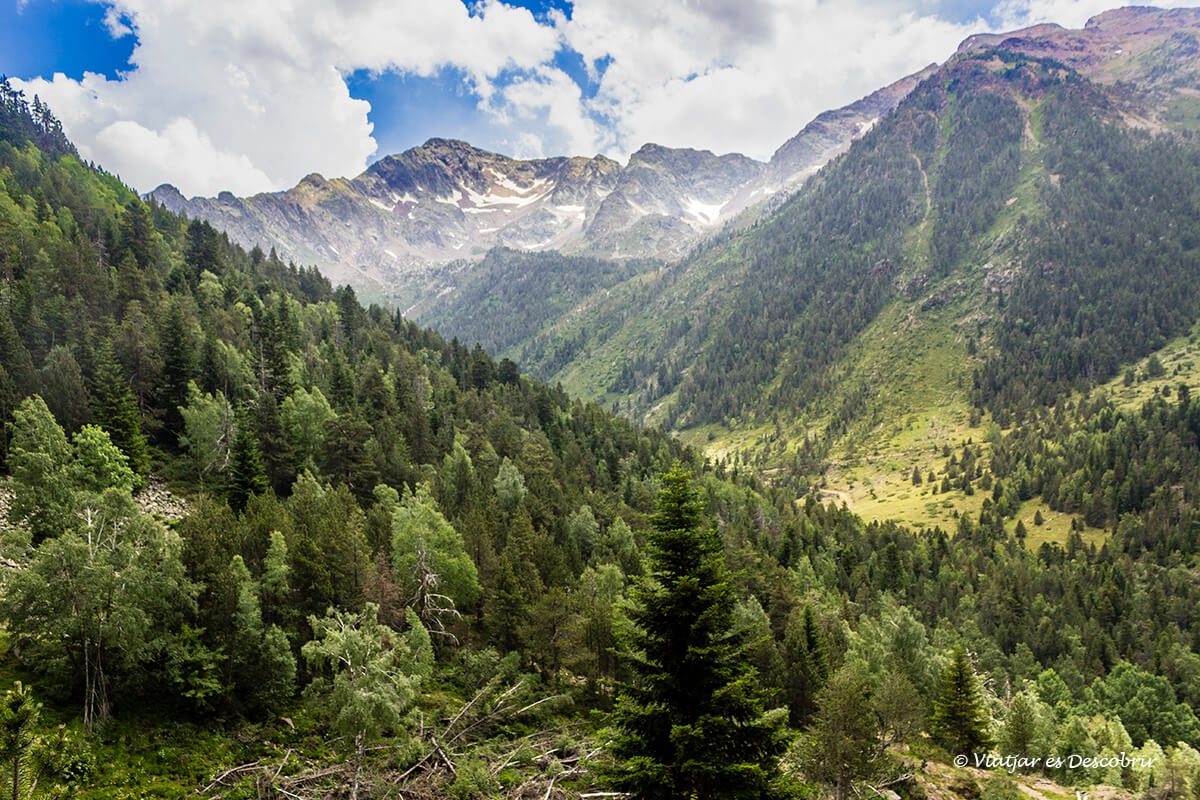 la vall farrera al final del descenso desde la pica d'estats