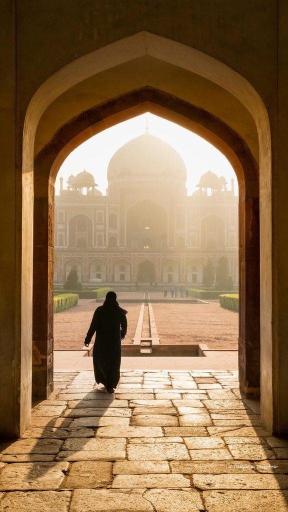 la tumba Humayun en delhi bajo las bonitas luz del inicio del día