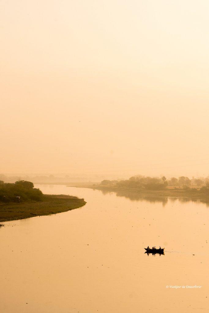 el río Yamuna es uno de los ríos sagrados del Rajastán en la India