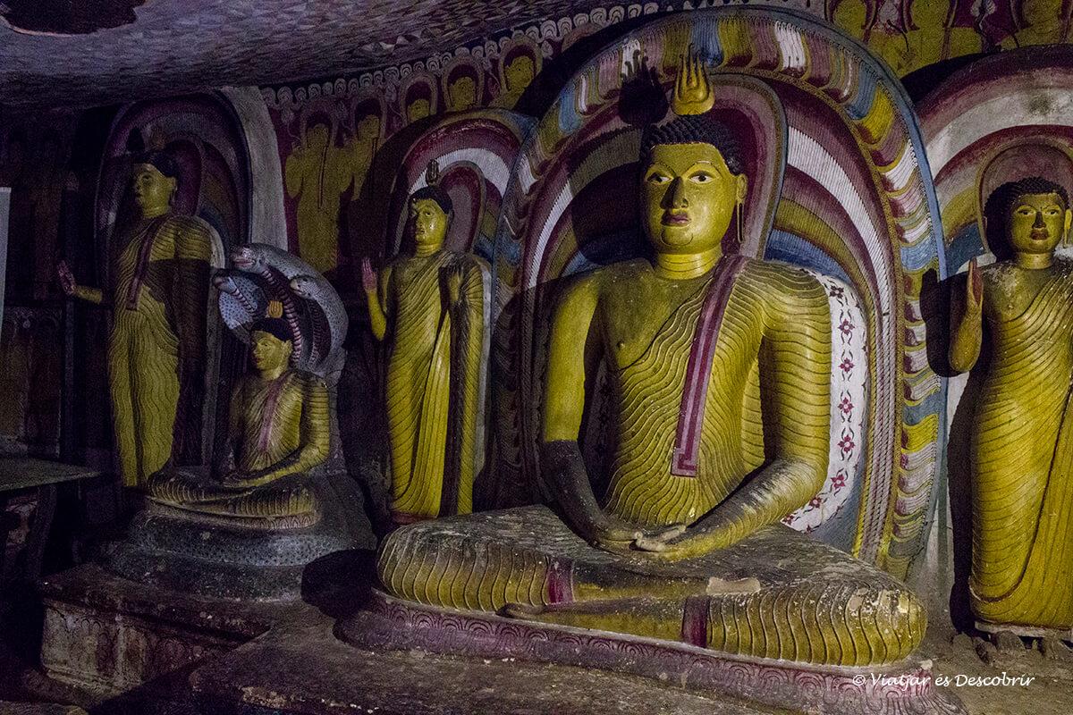 interior de las cuevas de Dambulla a sri lanka