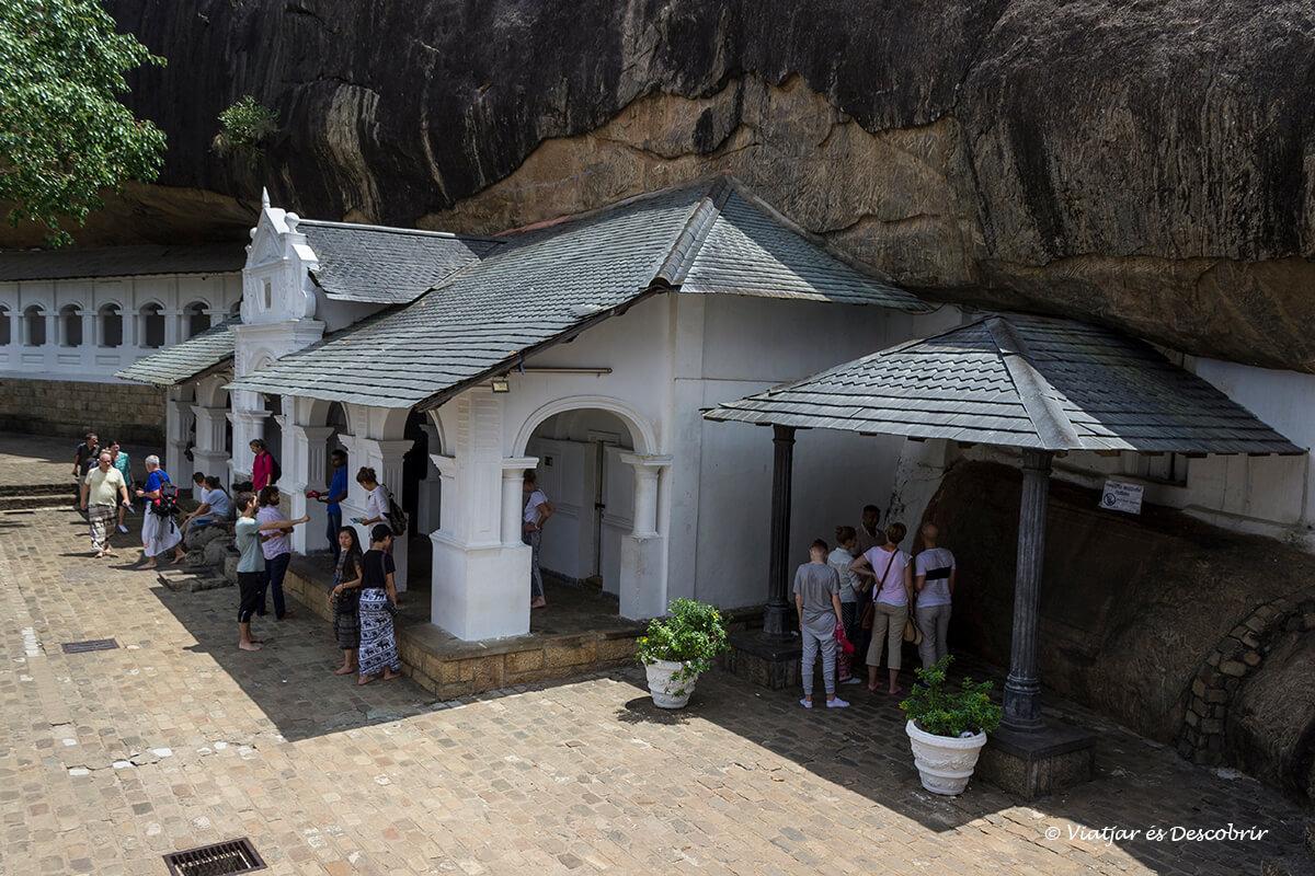 exterior de las cuevas Dambulla budistas