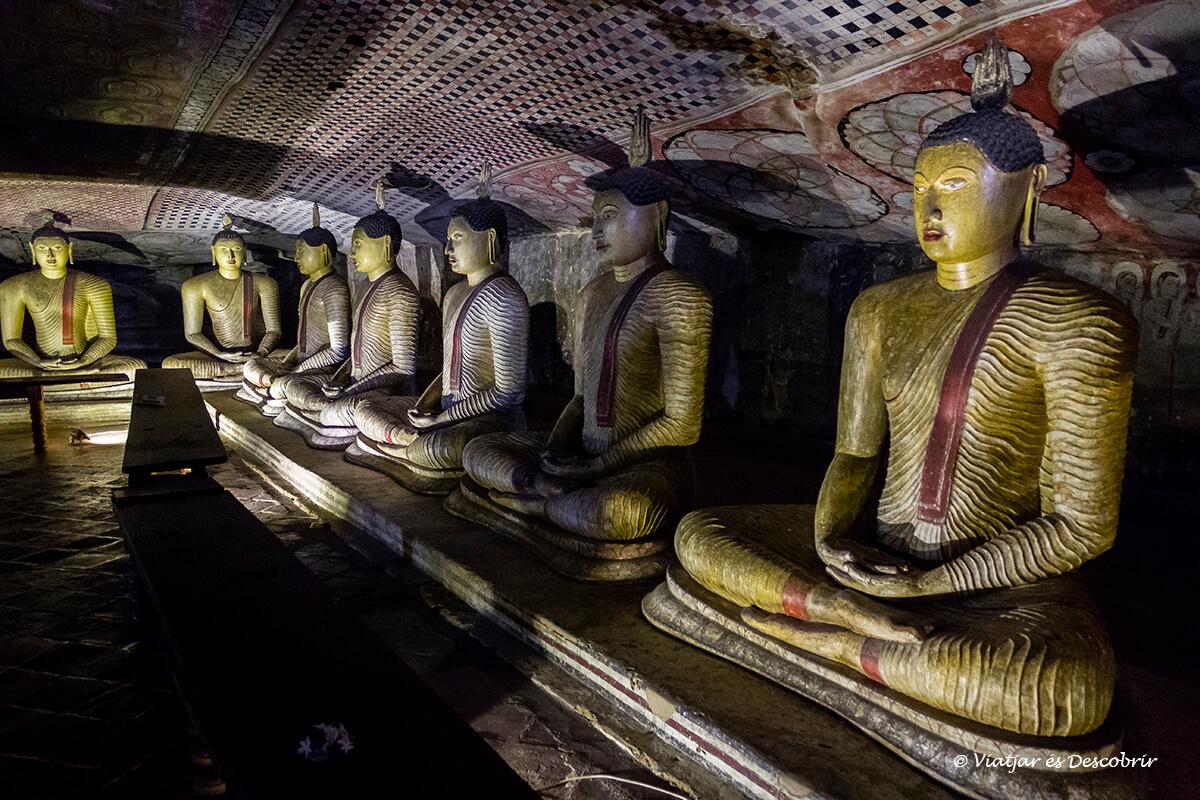 buda dentro la cueva de Dambulla