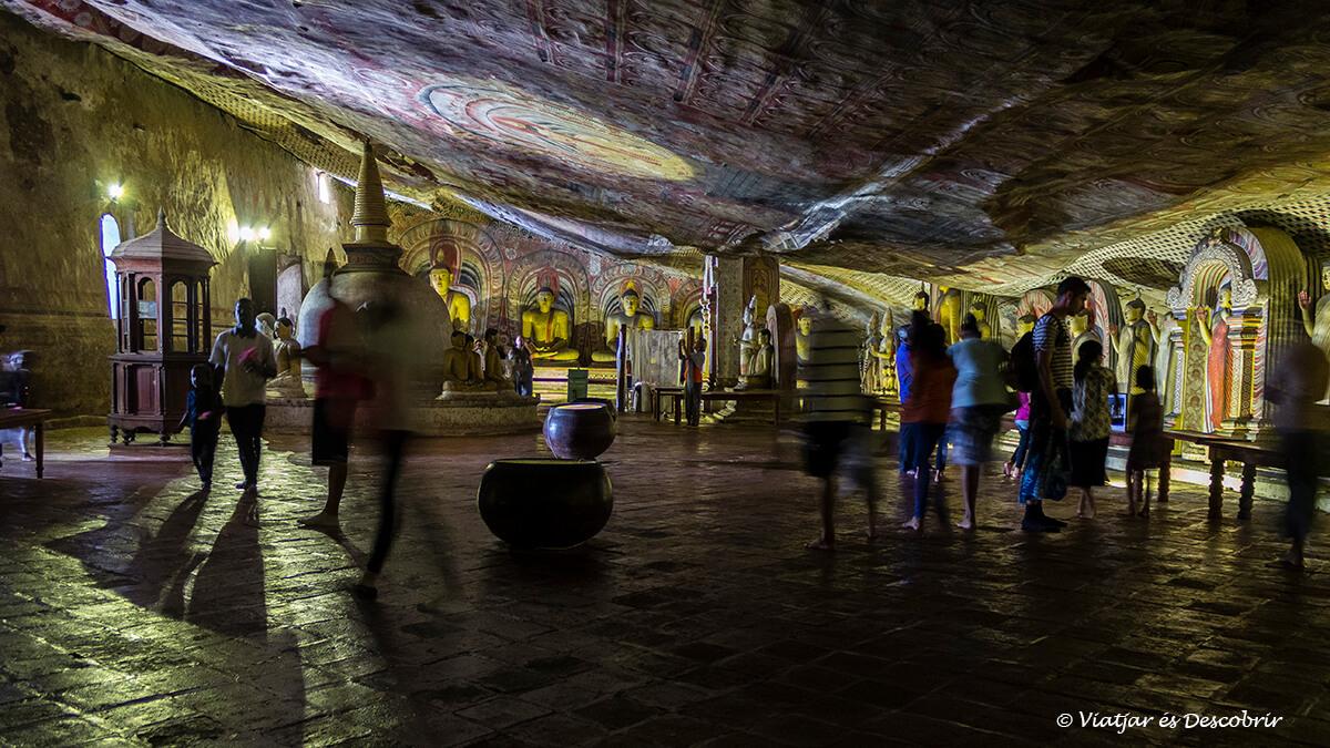 detalles de la segunda cueva de Dambulla a sri lanka