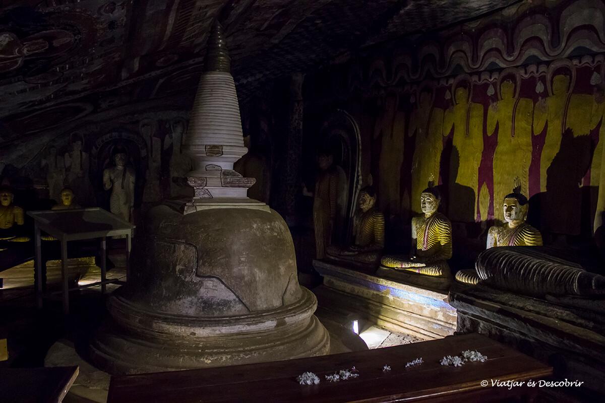 la tercera de las cuevas de Dambulla durante el viaje a sri lanka