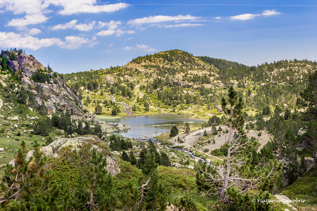 lagos en los alrededores del pico carlit en la cerdanya francesa