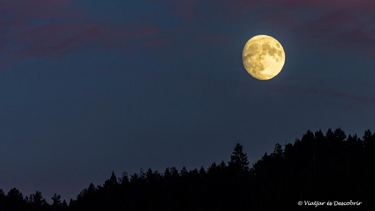 luna llena en la cerdanya francesa en otoño