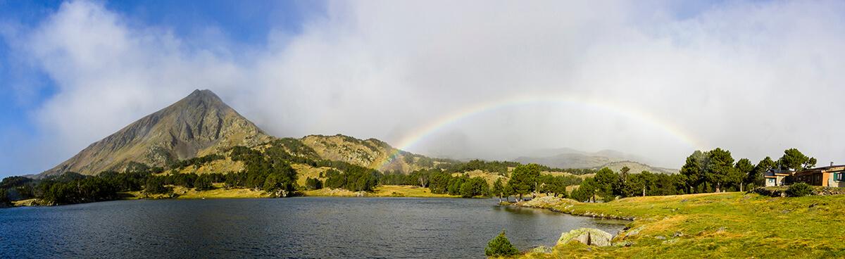 lago camporells y el arco iris en la cerdanya francesa