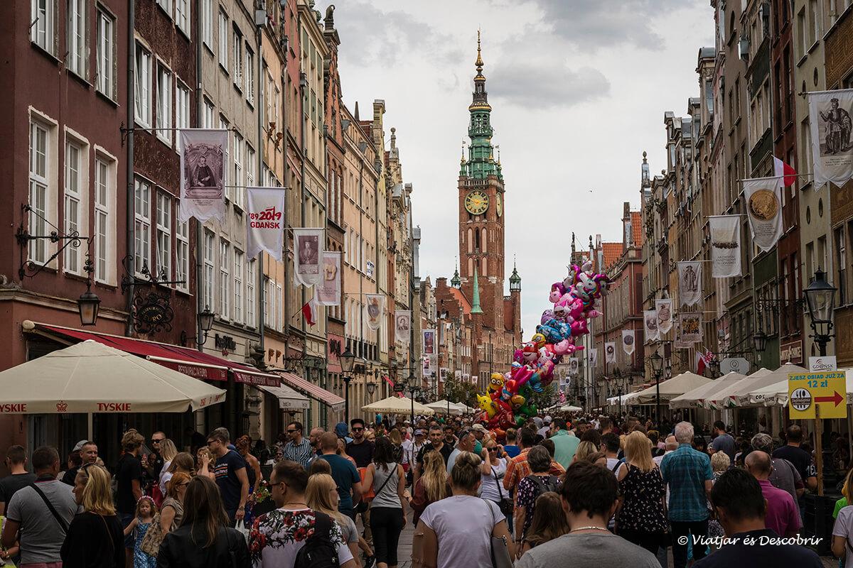 ciudad de Gdansk llena de gente en el norte de polonia