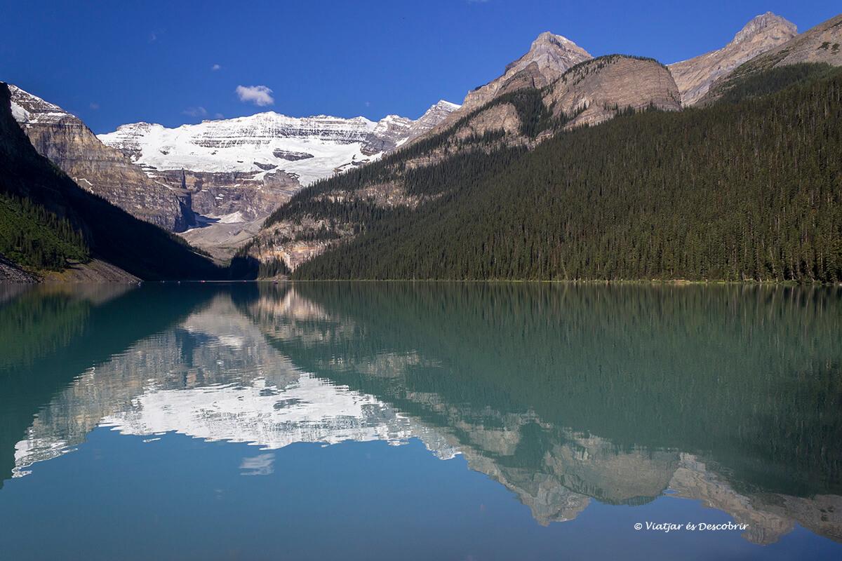 el lago louise por la mañana