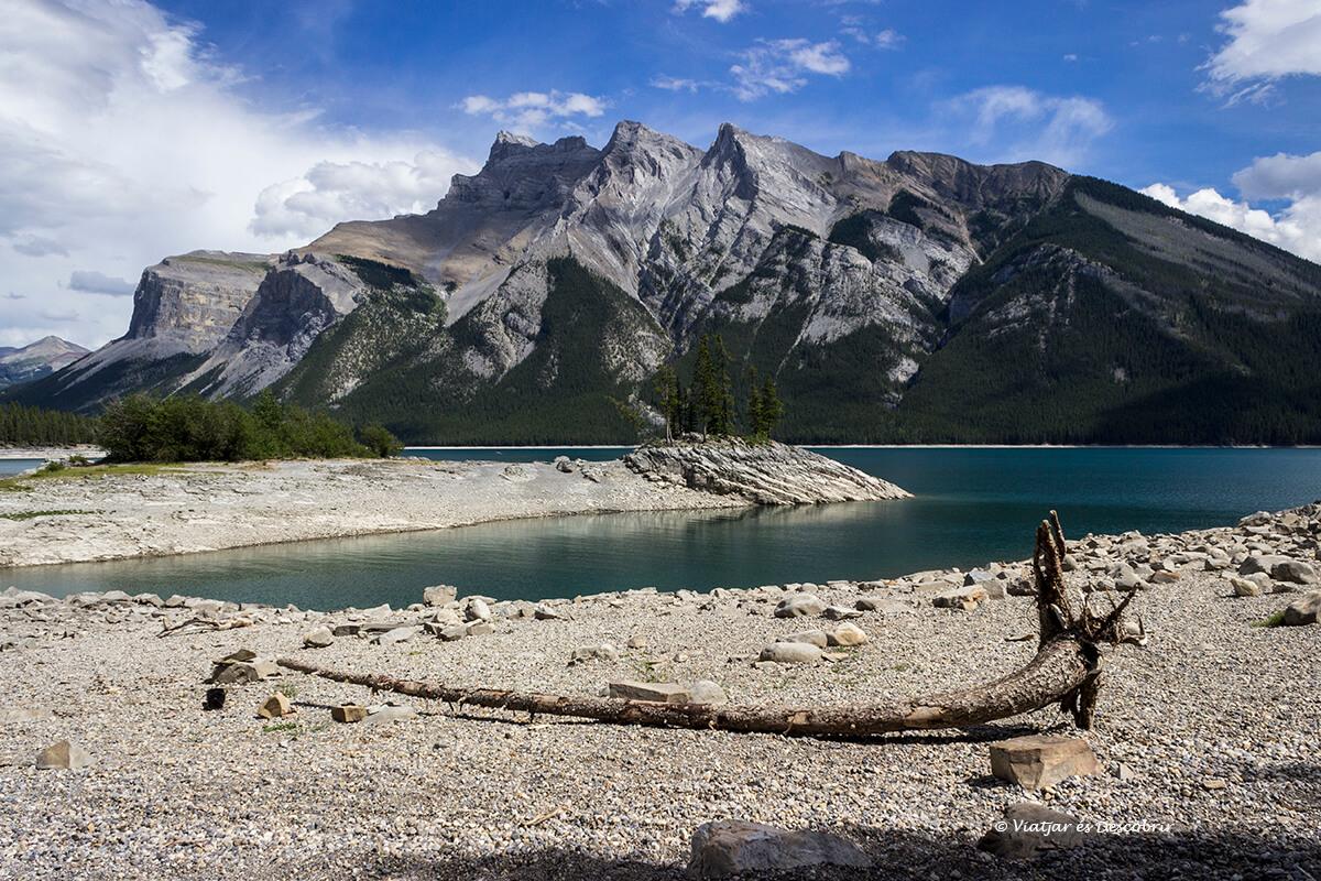 excursion en el lago minnewanka en el parque nacional banff