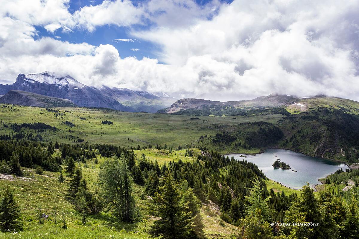 excursion en la alta montaña del parque nacional banff
