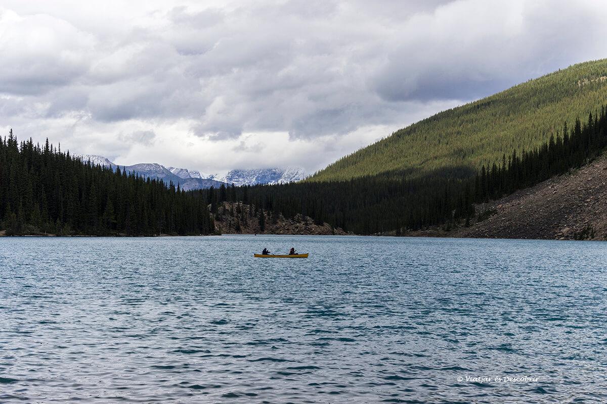 lago moraine en kayak en banff