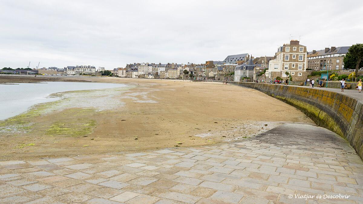 paseo marítimo saint-malo bretaña francesa