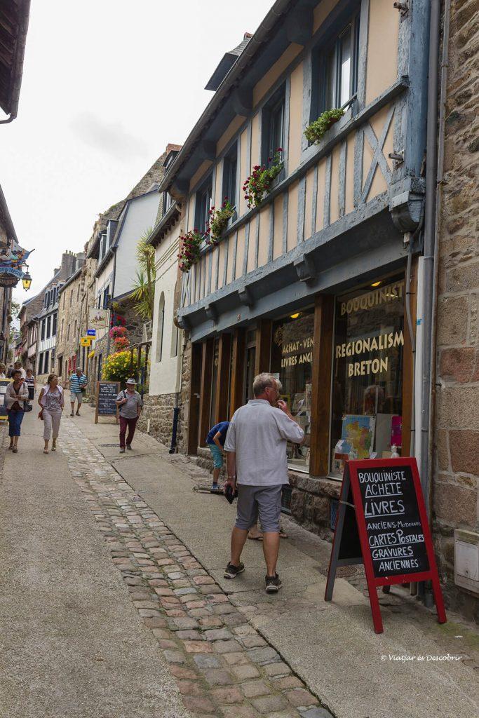 calles pueblos medievales litoral bretaña francesa bicicleta
