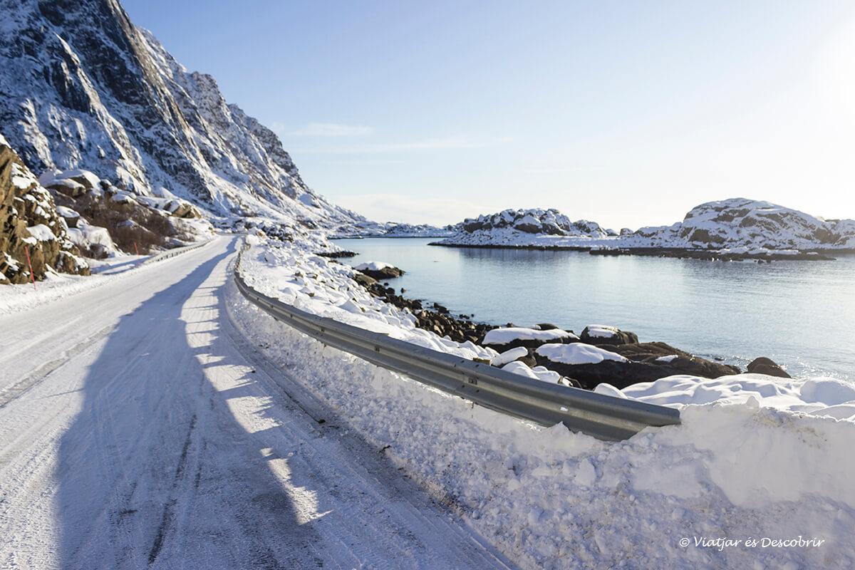 carretera para llegar a Henningsvær en las islas lofoten