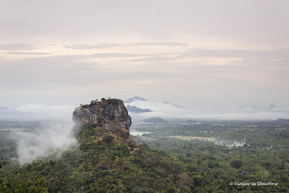 roca del león vista desde la cima de la roca pidurangala