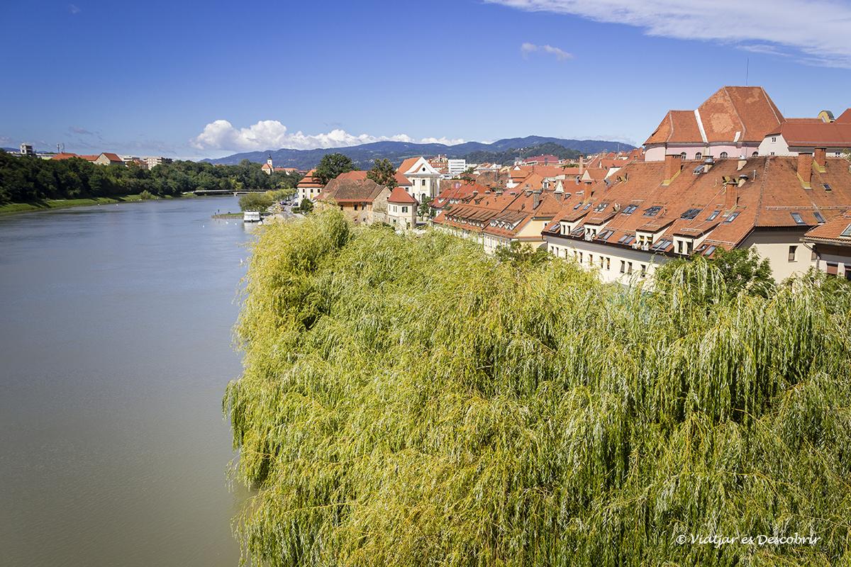 río Drava en la ciudad de Maribor