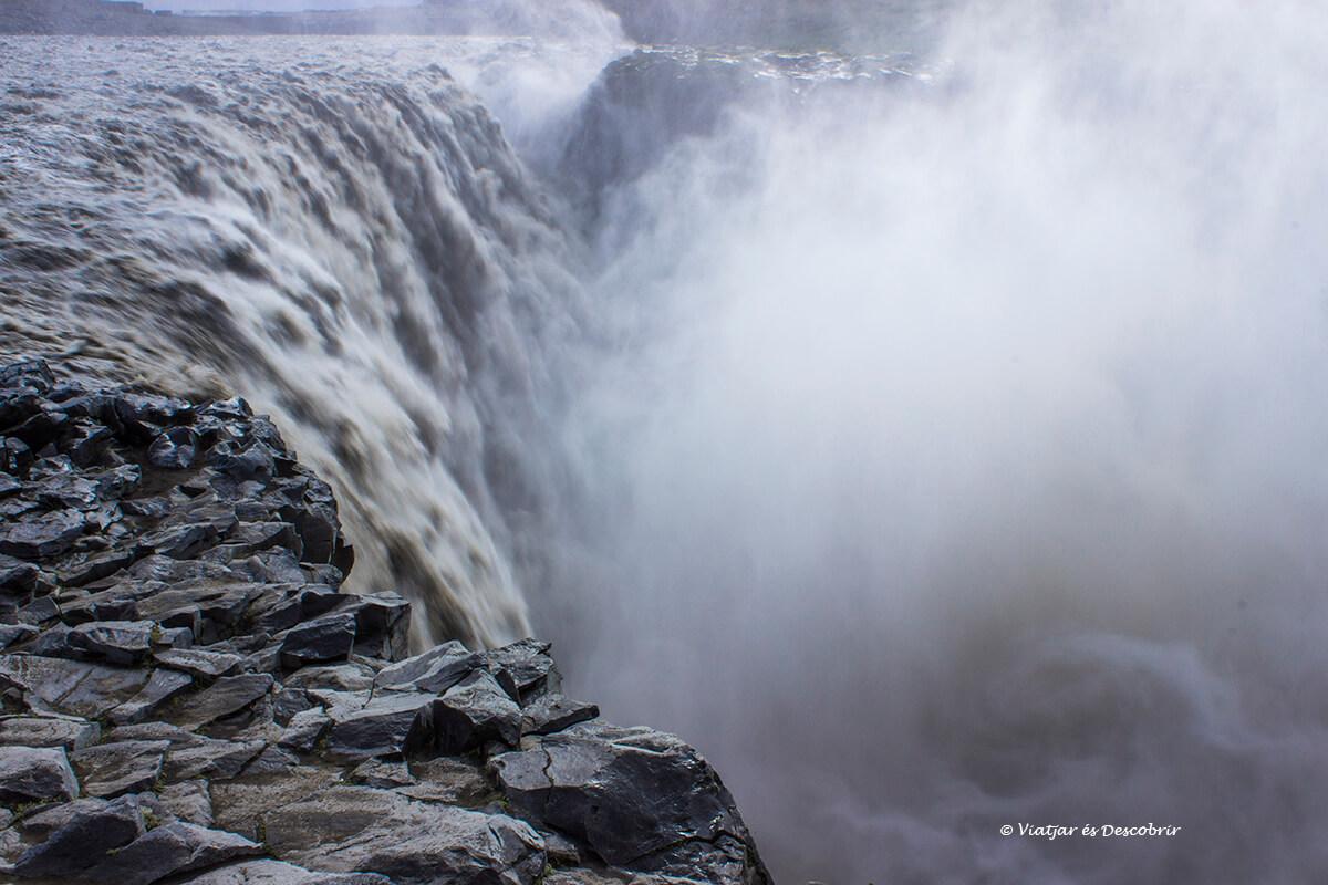 la Dettifoss es la cascada de Islandia más potente