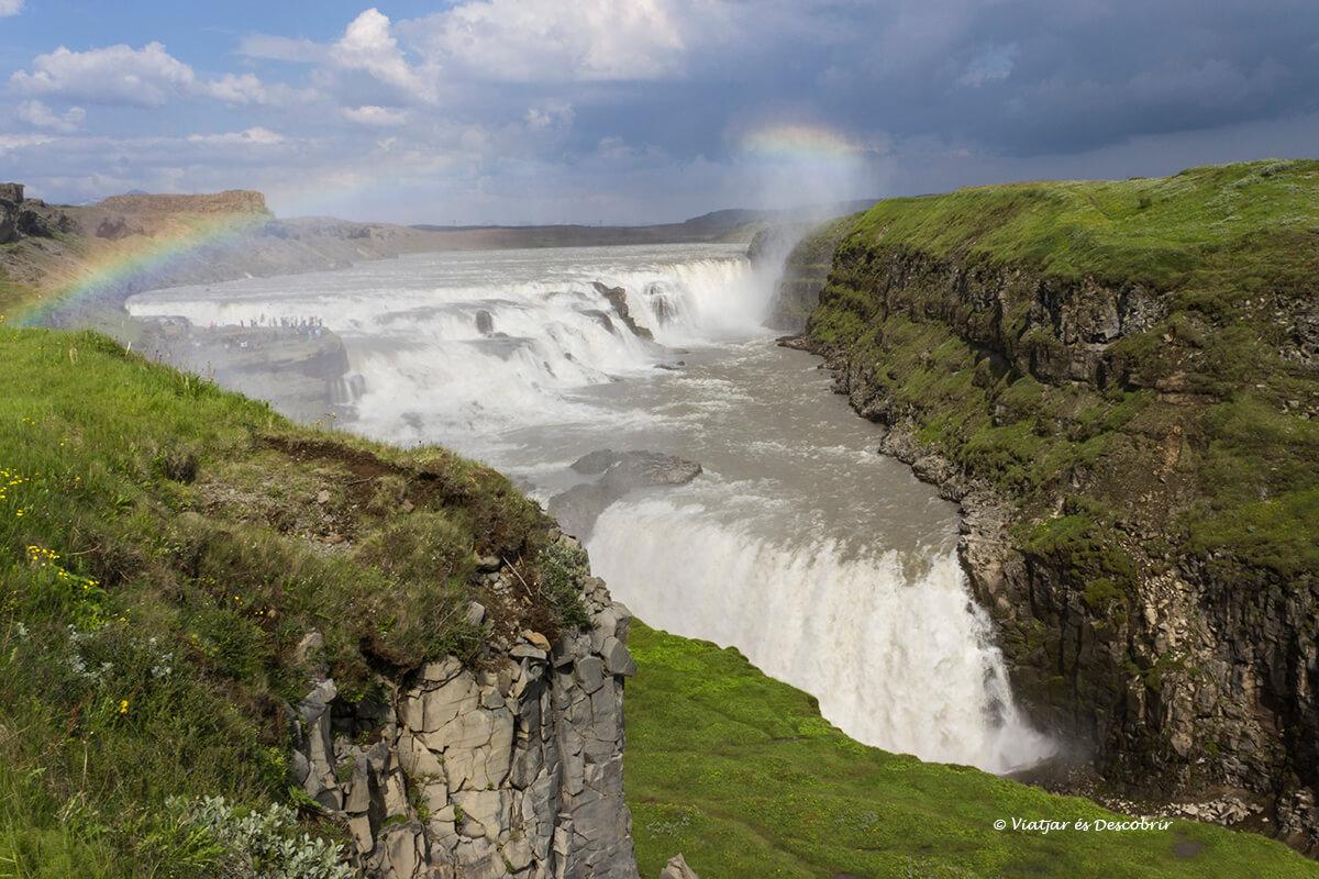 cascada Gullfoss al círculo de oro de islandia durante el verano