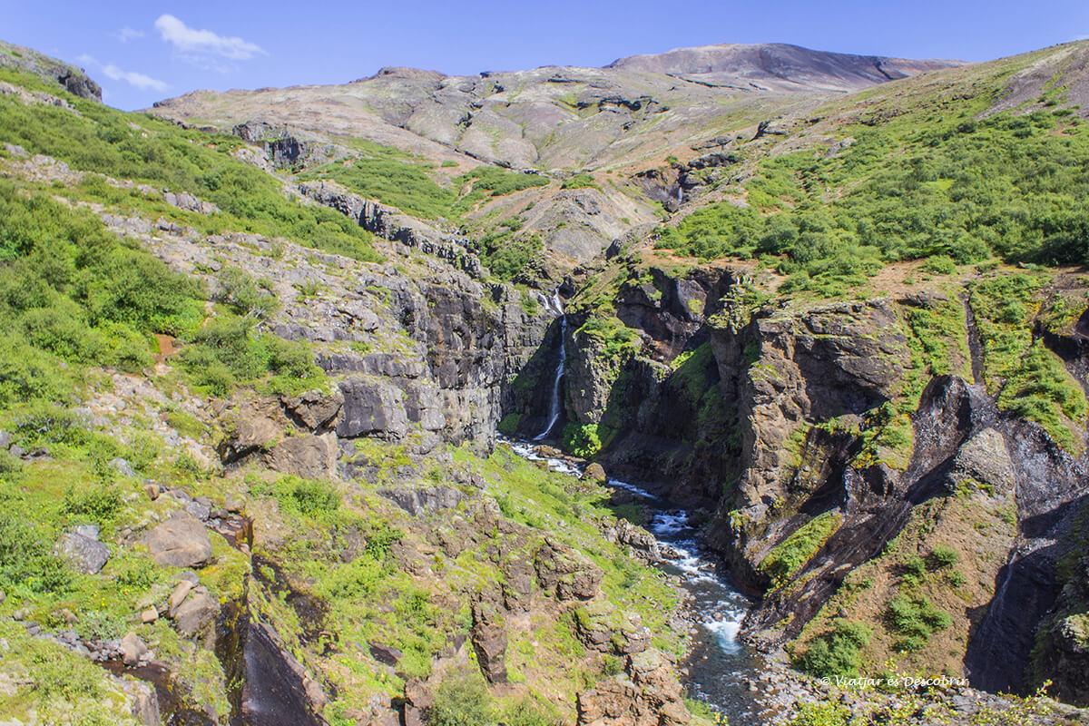 la cascada Gylmur en Islandia