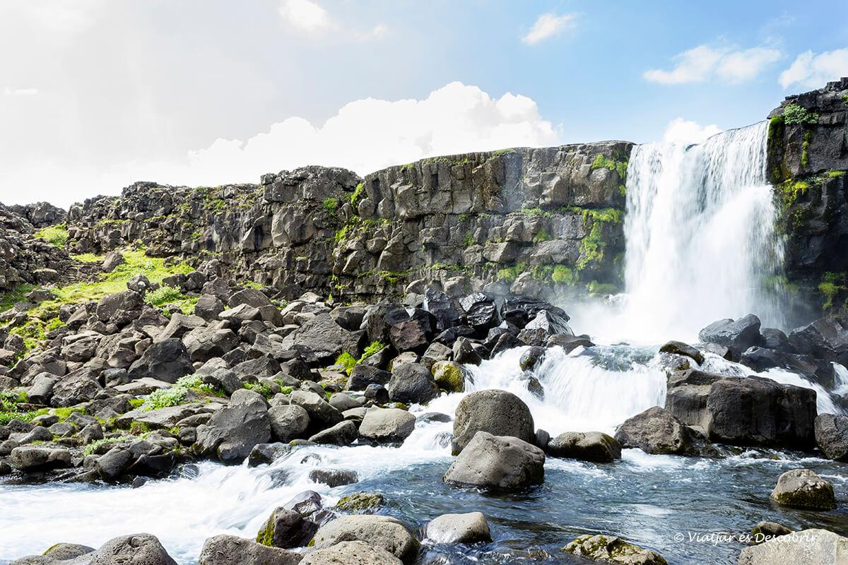 la cascada oxararfoss es una de las mejores cascadas de islandia