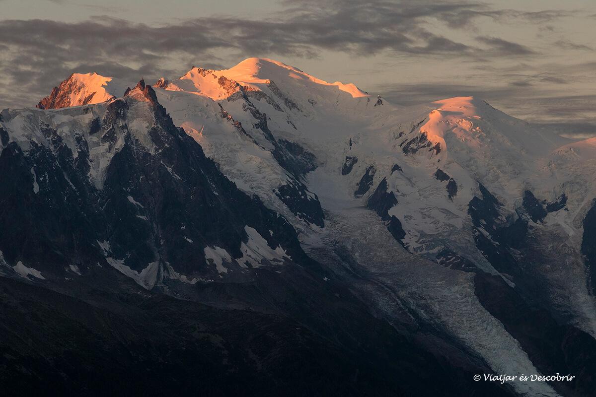 amanecer en el mont blanc durante el viaje a chamonix