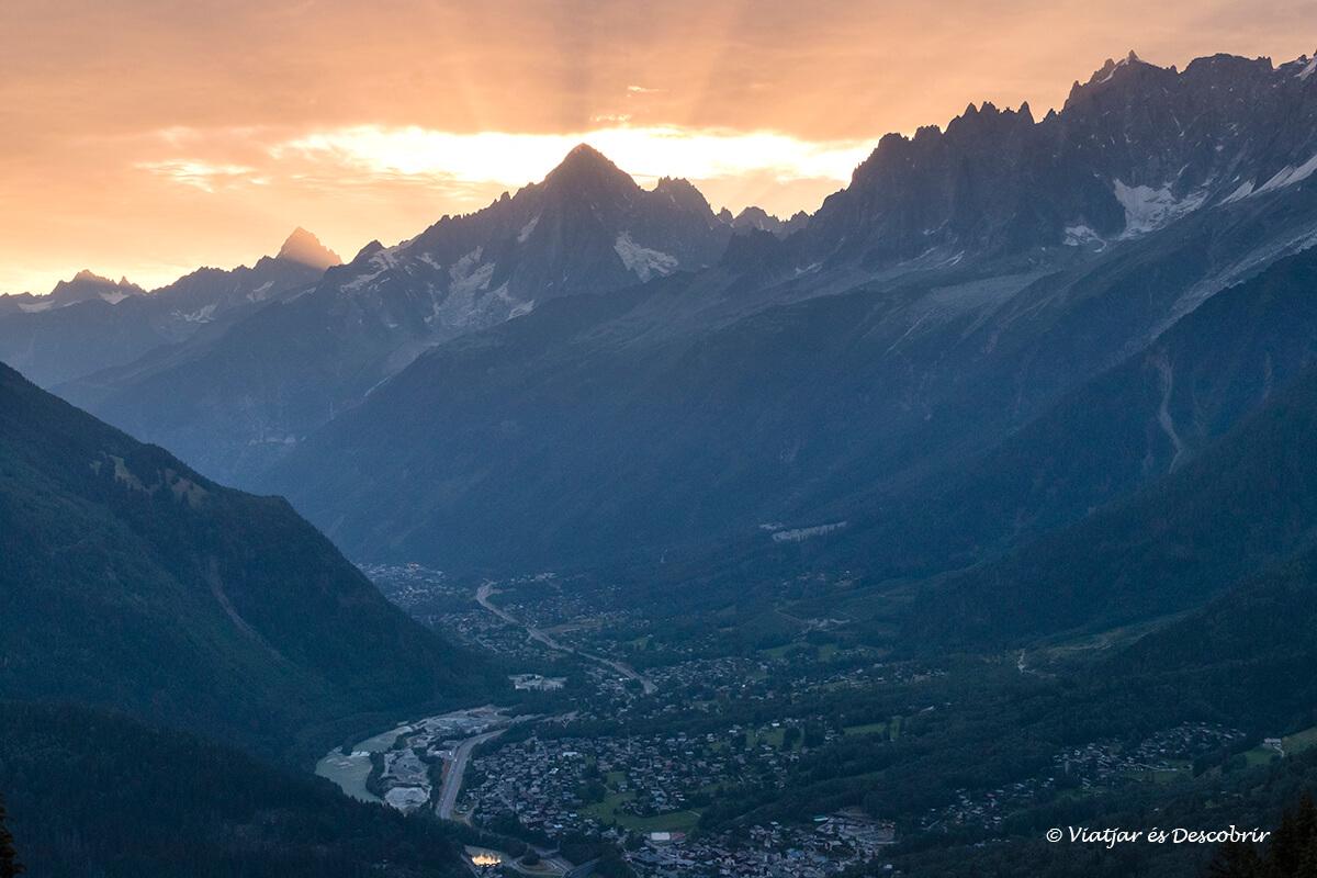 viaje chamonix paisaje del valle al amanecer