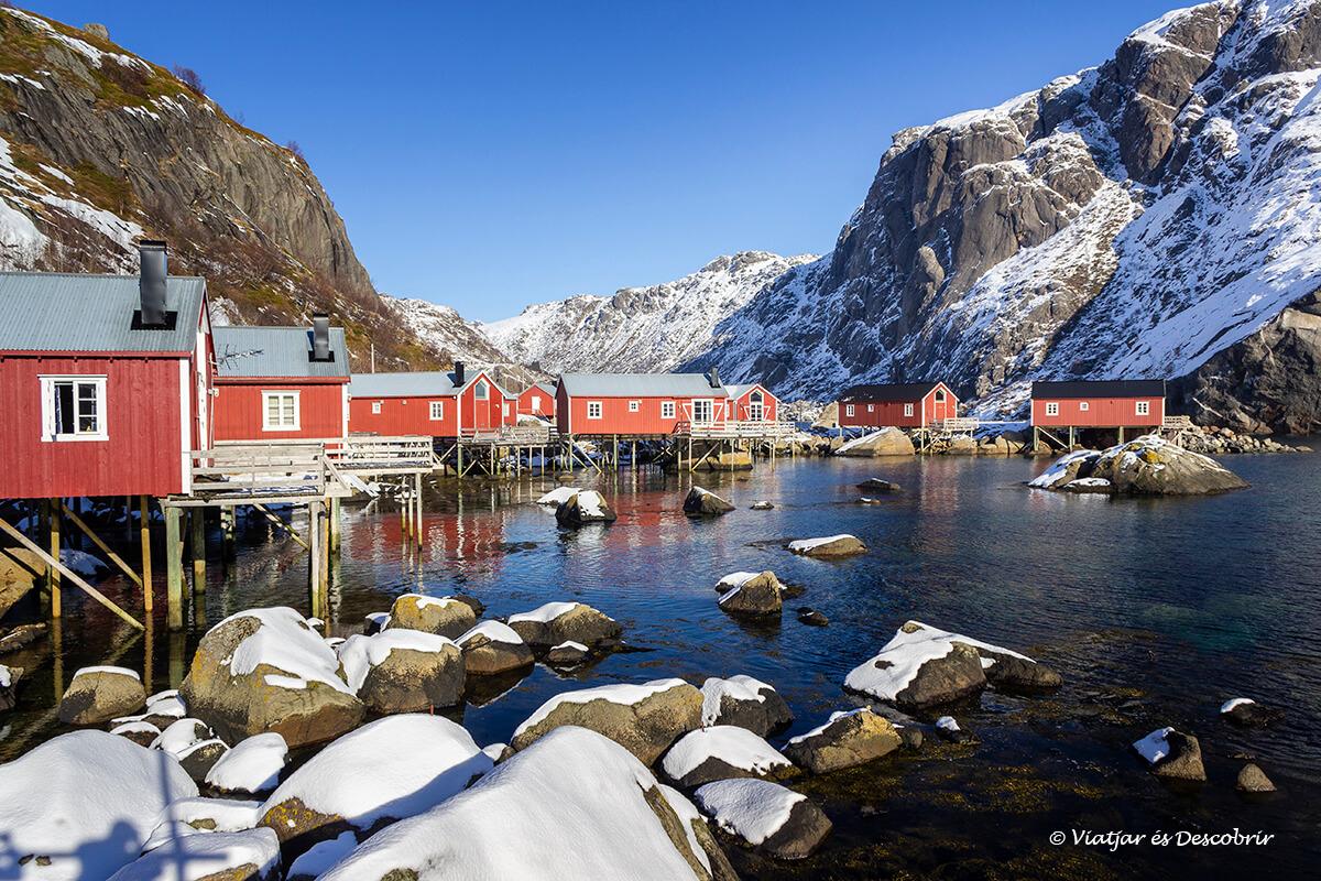 invierno a Nusfjord en las islas Lofoten en coche