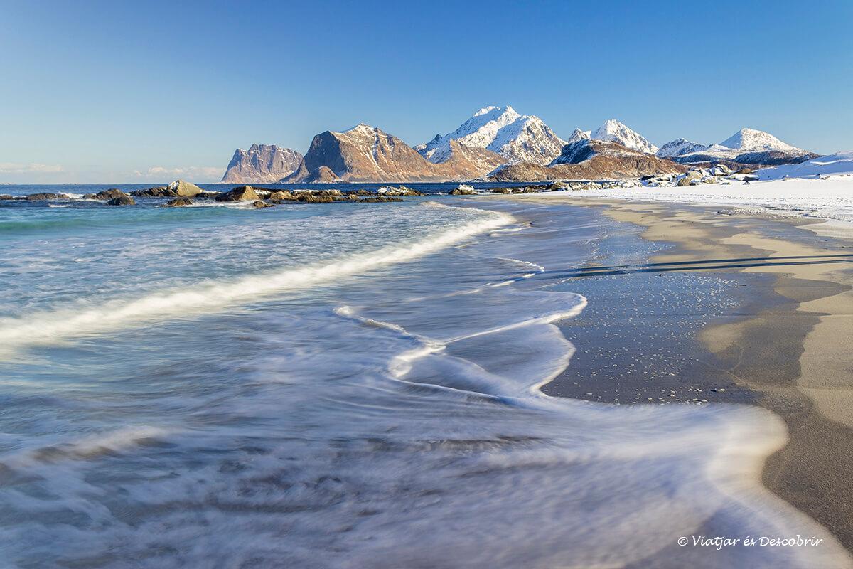 playa Storsandnes nevada en la ruta en coche a las islas Lofoten