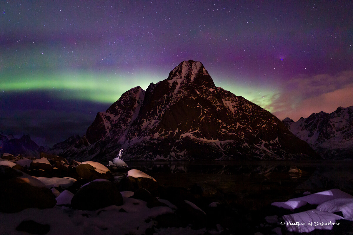 aurora boreal en las islas Lofoten en coche