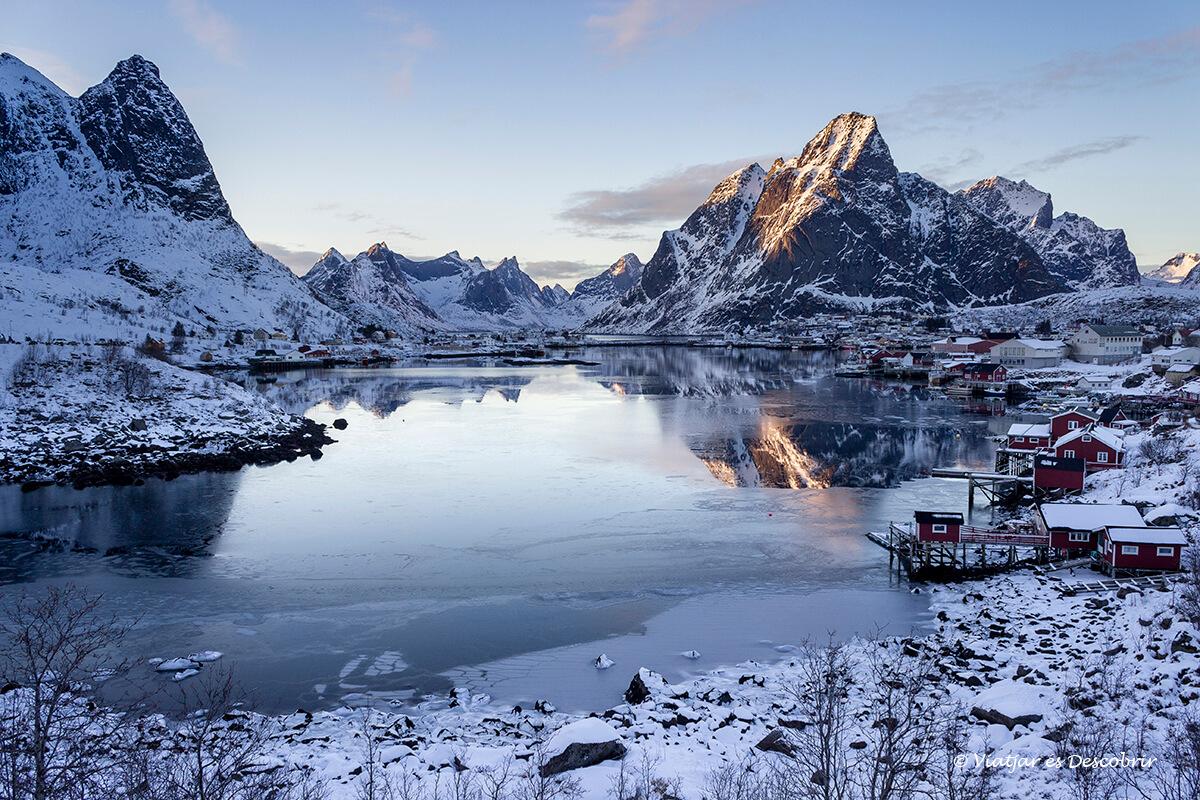 panorámica del pueblo de reine en invierno