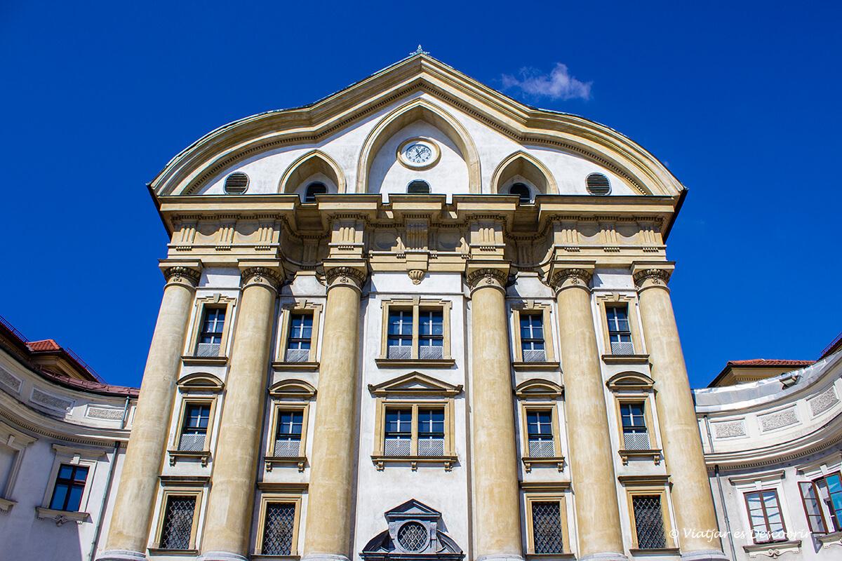 edificios modernos a las afueras de Ljubljana