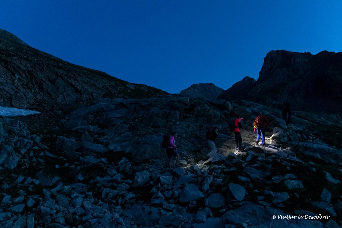 ascensión al posets de madrugada en el parque posets maladeta