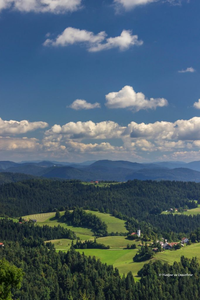 vista vertical que se puede ver desde la parte superior de la colina cercano a Ljubljana