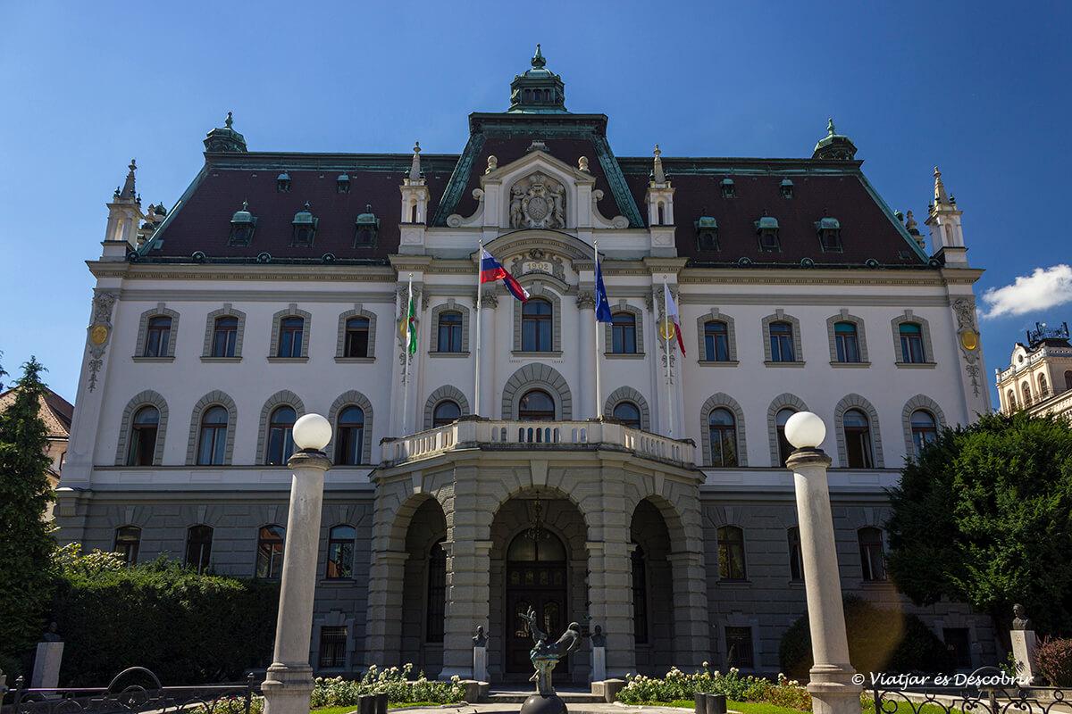palacio a ljubljana en la parte nueva de la ciudad