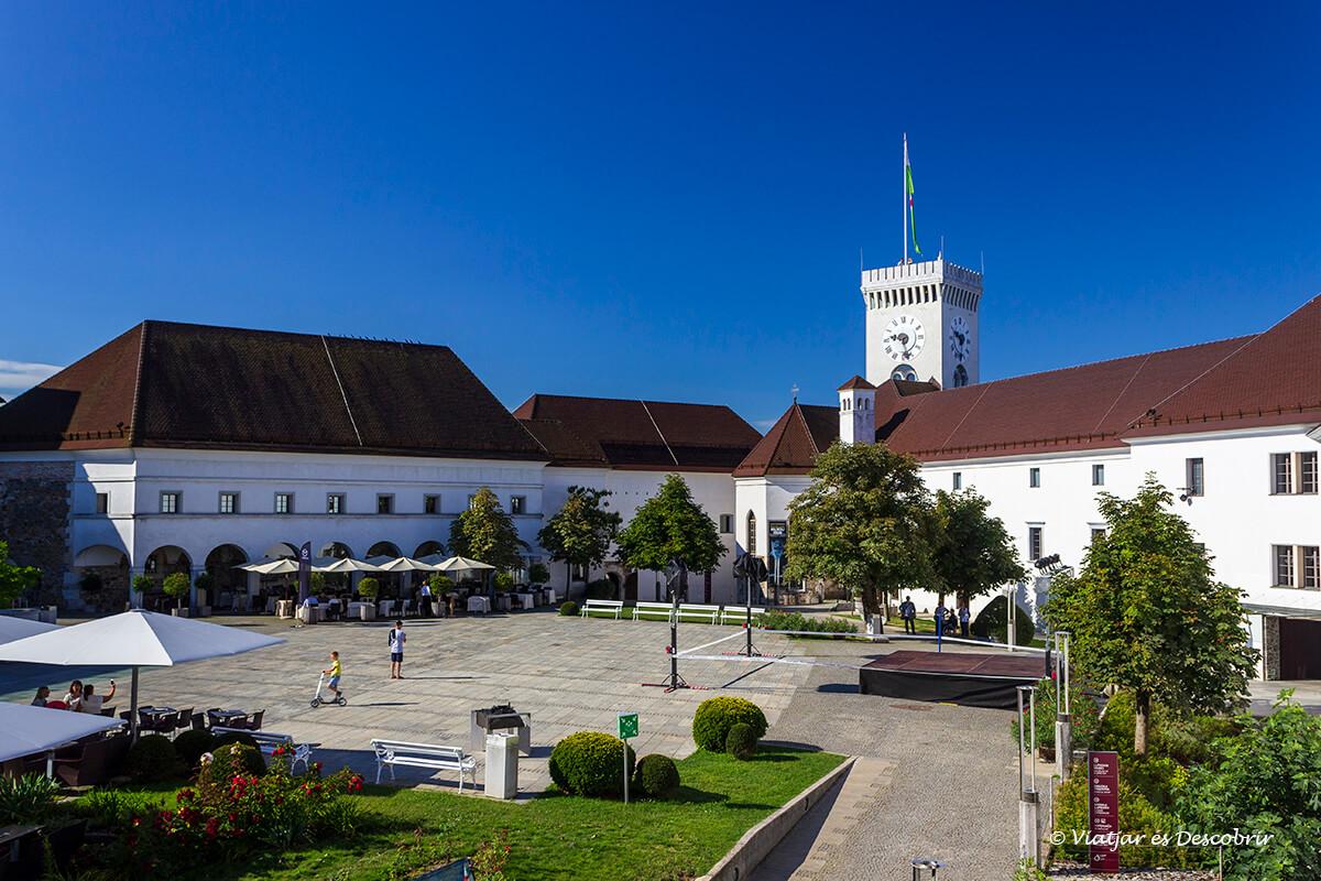 la torre del castillo medieval de ljubljana durante nuestra visita de 1 día