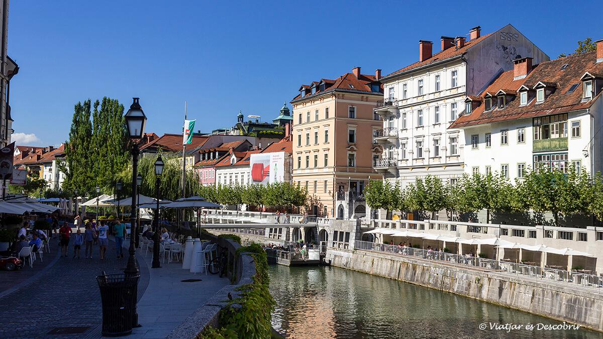 calles cercanas al mercado central de la capital de eslovenia