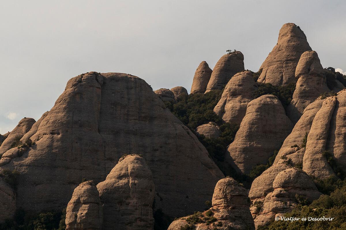 rocas durante una excursión corta por montserrat