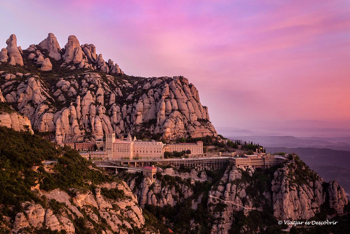 postal clásica de montserrat y el monasterio